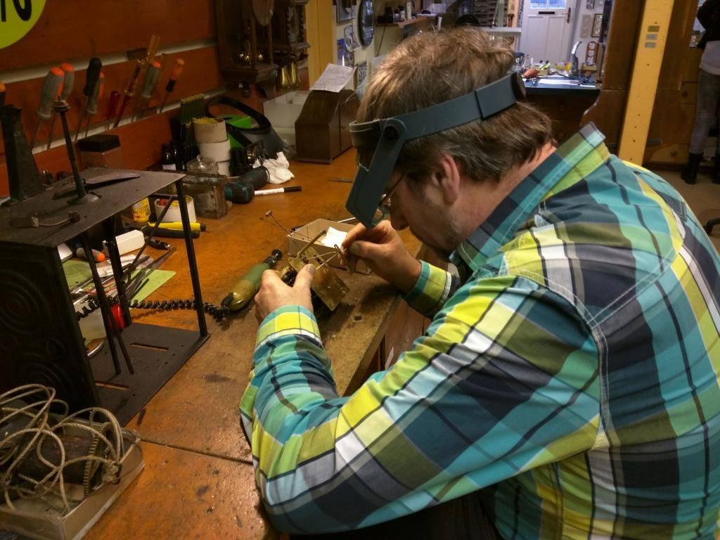 Uurwerk- en Meteospecialist Vlasma reparatie-uurwerk