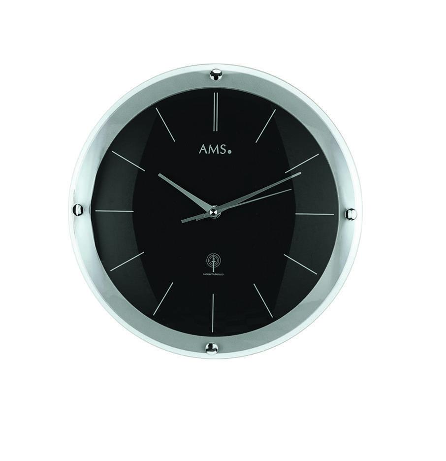 zwarte AMS wandklok met zilveren lijst en details met glazen kap met 4 zilveren bollen.