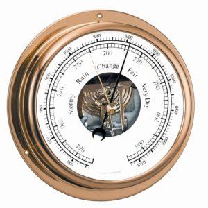 ronde barometer met engelse aanduiding en een messing lijst.