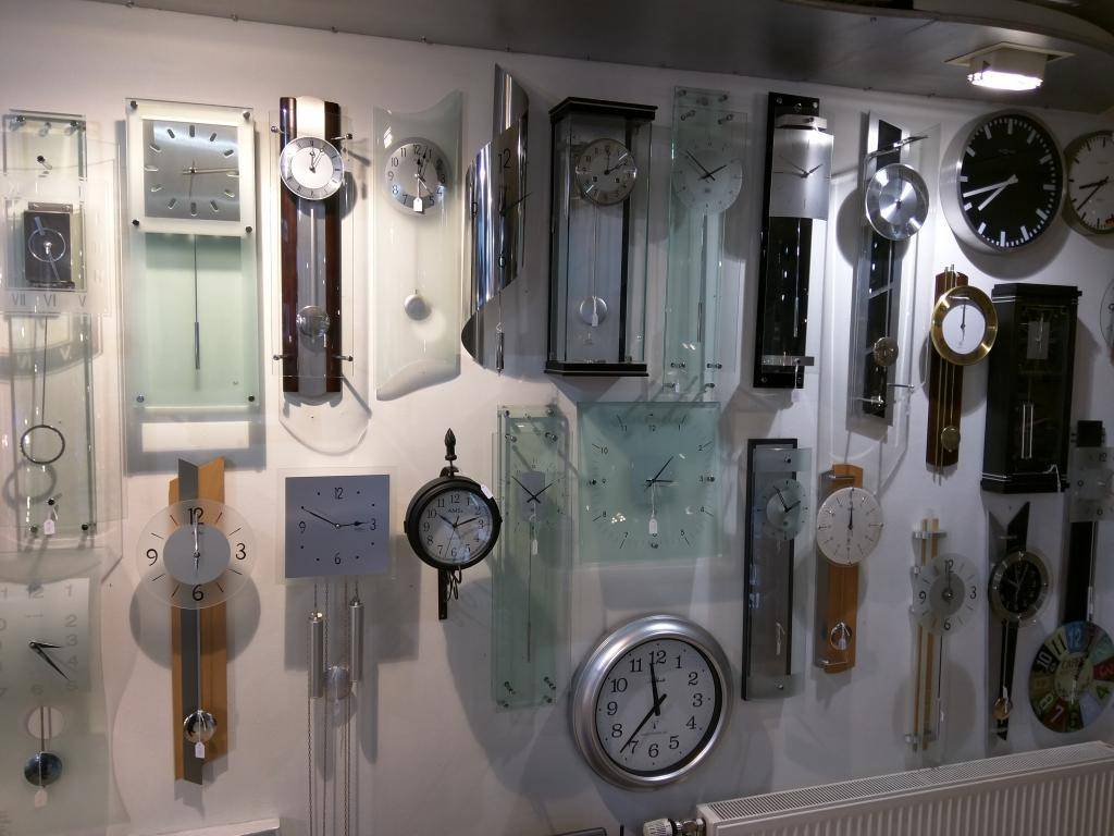 Uurwerk- en Meteospecialist Vlasma klokkenwand2