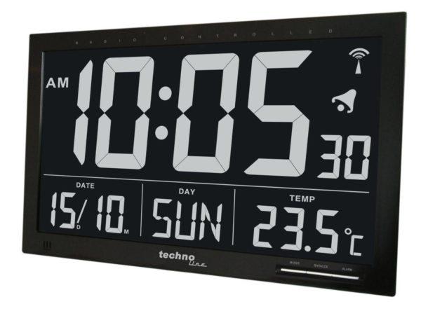 frontcross digitale zwarte klok met witte letters en cijfers. Het scherm laat de tijd, arlam,datum, dag en temperatuur zien. kleine zilveren knopjes met mode,snooze, alarm.