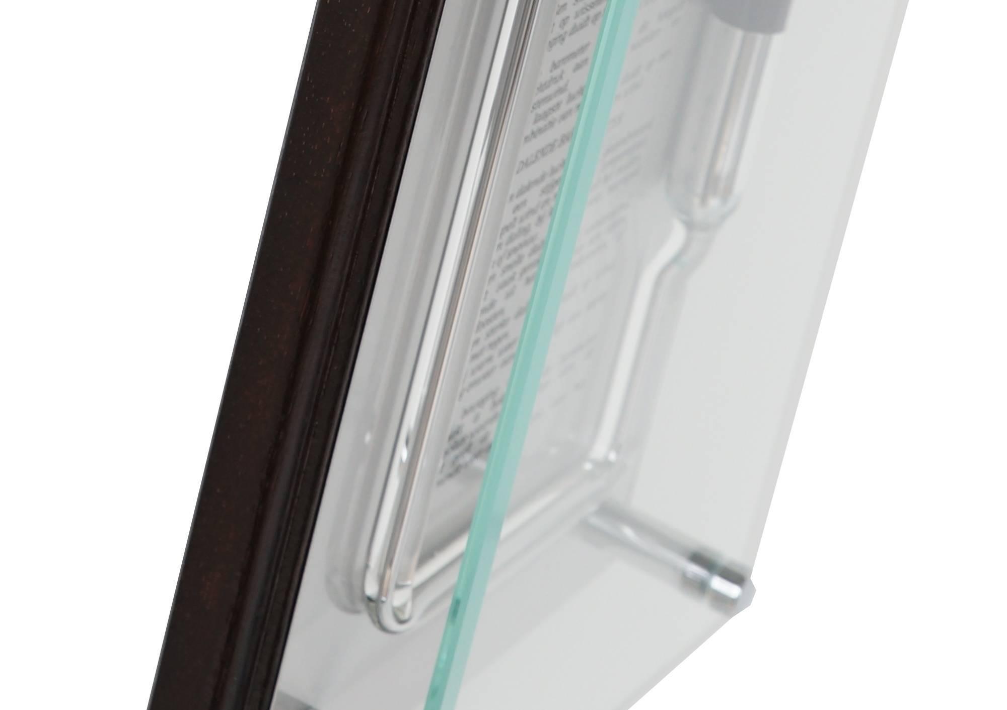 detailfoto van de onderkant van huygens glazen barometer.