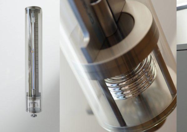 vooraanzicht en detailfoto van innovacelli glazen cilinder barometer met afgewerkt mat chroom