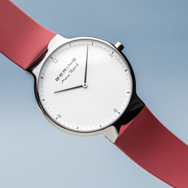 Vooraanzicht max rene herenhorloge zilveren klokje en rood siliconenbandje.
