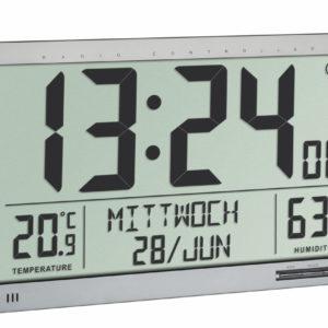 Vooraanzicht van zilveren XL radiocontrolled klok van TFA met hygrometer.