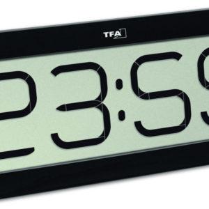 Vooraanzicht zwarte TFA radiocontrolled klok met bimbam functie.