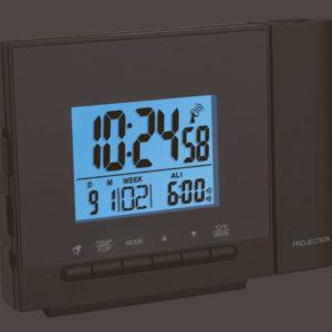 Projectiewekker TFA Zwart met 6 instellingsknoppen, blauwig scherm met daarop de tijd, het alarm, de datum en de week afgebeeld. Kleine witte letters die de knoppen beschrijven. Een vaste projector.