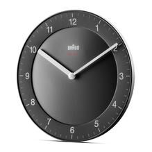 Braun Classic Clocks BC06B-DCF zwarte klok met grijze details.